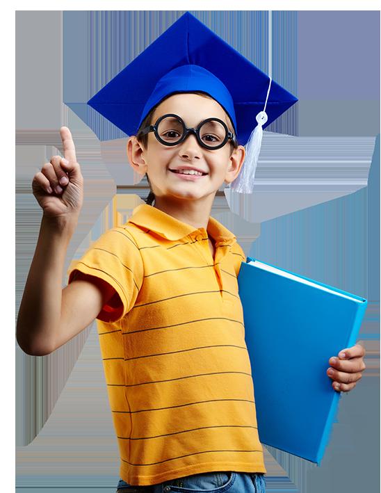 bambino che indica in alto con cappello da laurea